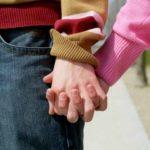 I.E. no pueden prohibir noviazgos ni otras manifestaciones de afecto: Corte Constitucional